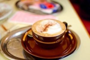 Сливки, яйцо или молоко? Как готовить кофе по-венски
